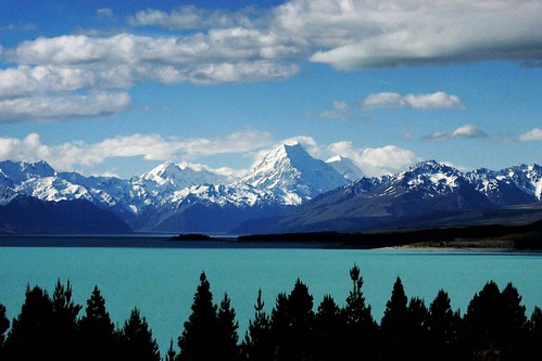 Mount Cook at a distance © Rob Watkins 2004