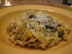 spaghetti(1.0), pappardelle(1.0), pasta(1.0), fettuccine(1.0), produce(1.0), food(1.0), dish(1.0), carbonara(1.0), cuisine(1.0),