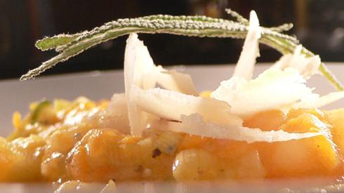 Dicke Kartoffelsuppe mit Möhren und Birnen