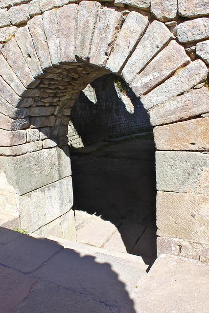 Complesso sacro di Asclepio, Accesso al Tempio di Telesforo
