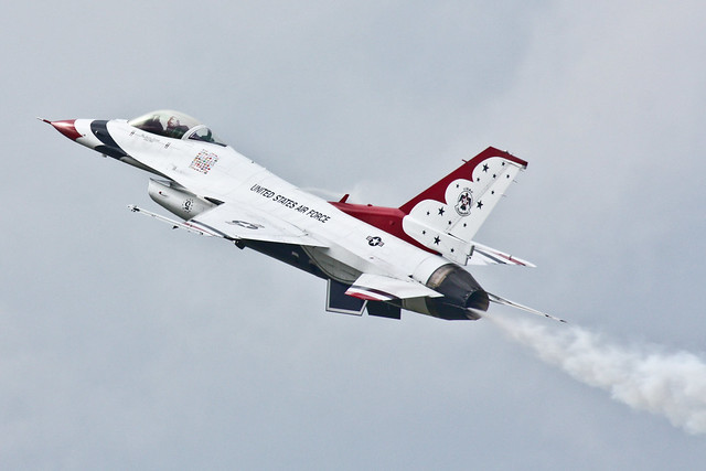 United States Air Force - 5 - Thunderbirds - Lockheed F-16CJ Fighting Falcon