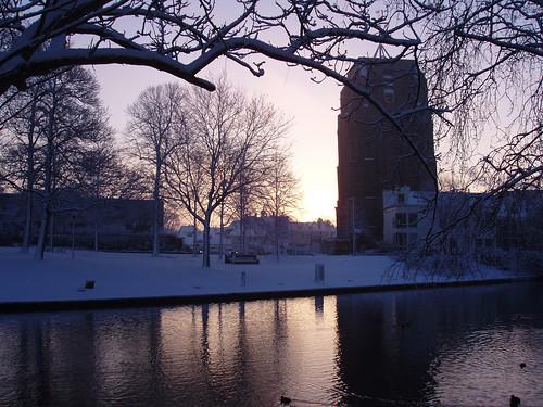 morning winter light snow reflection tower water sunrise olympus leaningtower friesland leeuwarden iis oldehove prinsentuin fryslân liwwadden ljouwert c5000z aldehou snie prinsetún vosplusbellesphotos sonyphotographing pwwinter