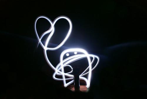 Tại sao đèn LED lại tiết kiệm điện hơn đèn điện thông thường?