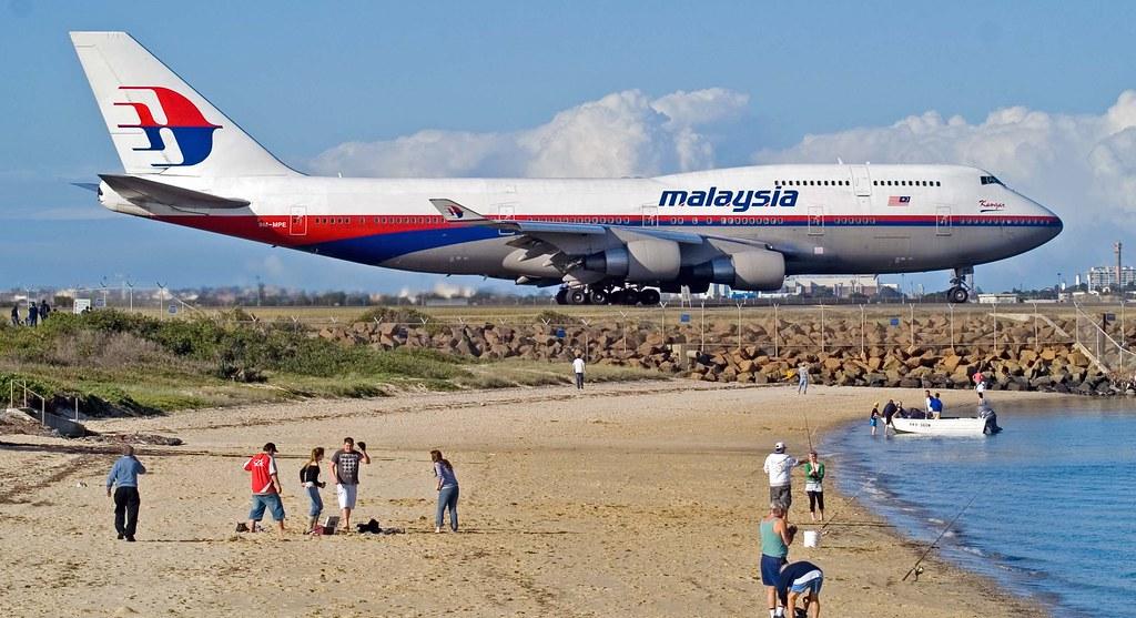 Boeing 777 partito da Amsterdam e diretto in Malesia abbattuto in Ucraina, 295 i morti
