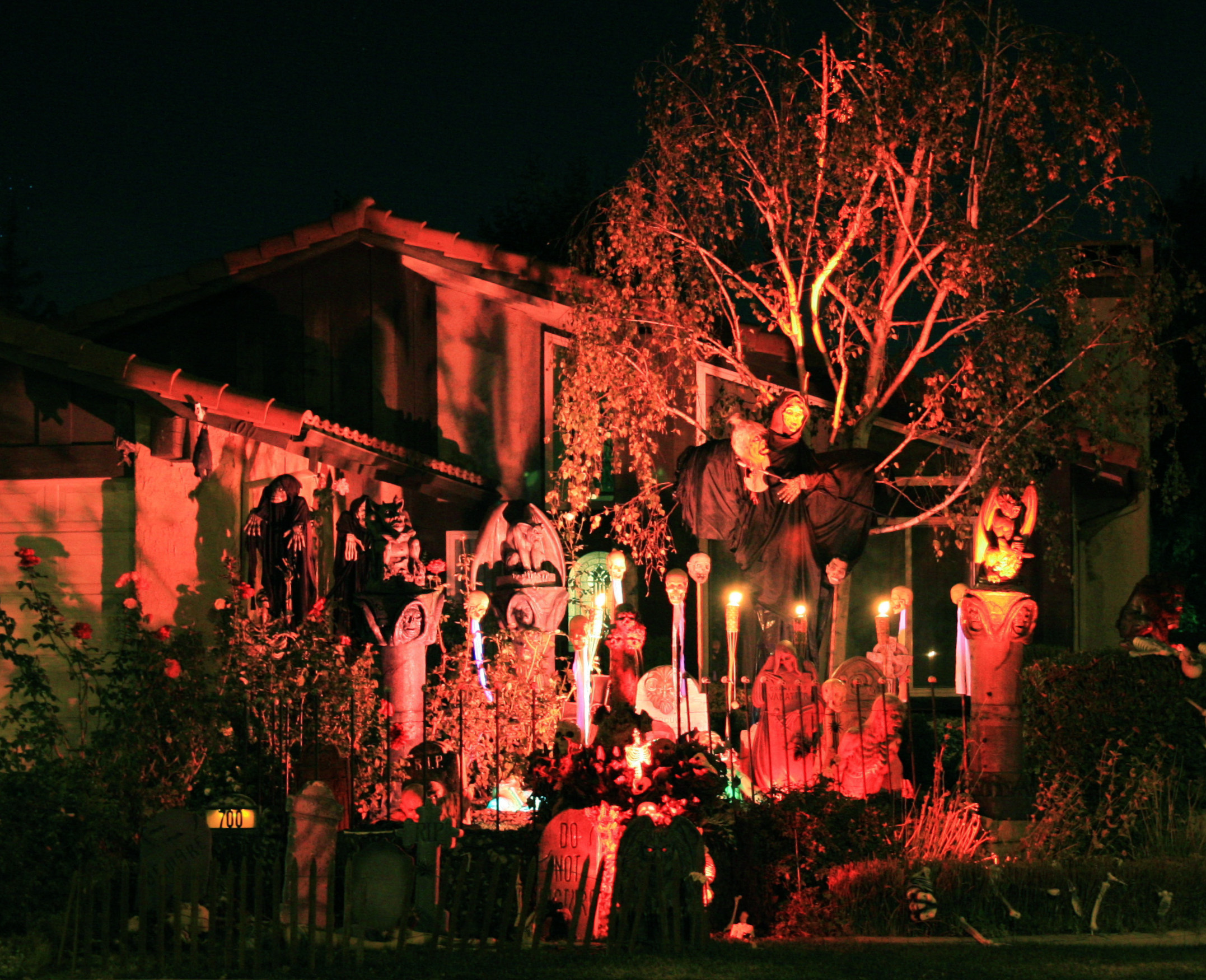 decorating ideas for a haunted house - Halloween House Decoration Ideas
