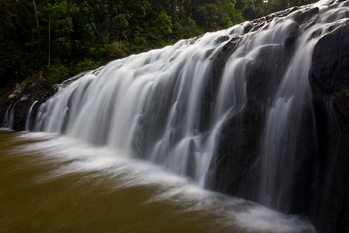longexposure trees tourism water waterfall rocks tripod rocky australia motionblur queensland polariser canonefs1022mmf3545usm athertontablelands nd8 touristdestination malanda malandafalls