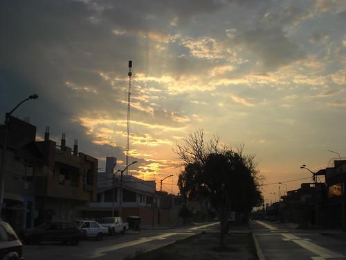 street sunset sun sol peru set clouds atardecer calle dusk cielo nubes puesta chiclayo lambayeque santavictoria nortepone