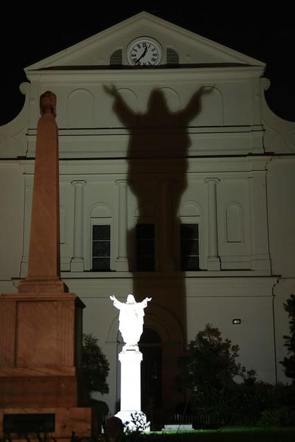 La parte trasera de la iglesia de Saint Louis nos deja una bonita estampa nocturna con sombras. Nueva Orleans, ¿French o ... Spanish Quarter? - 2527854167 6d0d53b942 z - Nueva Orleans, ¿French o … Spanish Quarter?