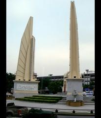 2008-10-02 Democracy Monument, Ratchadamnoen Avenue, Bangkok, Thailand.