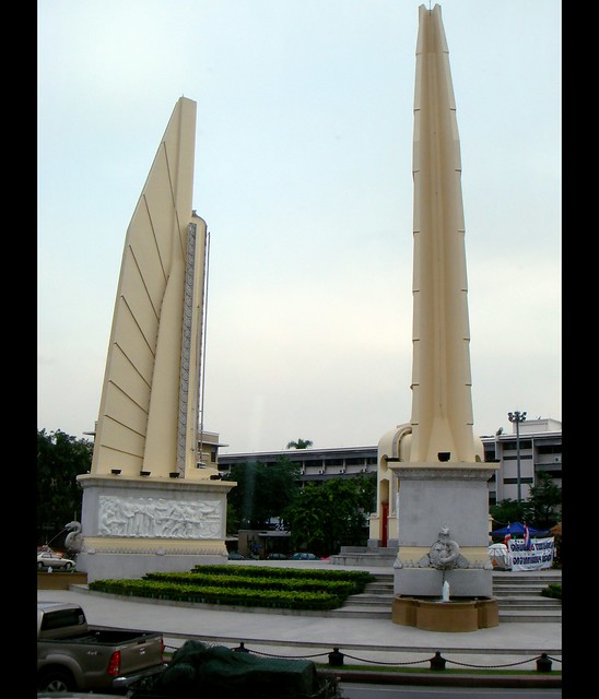 2008-10-02 Democracy Monument, Ratchadamnoen Avenue ...