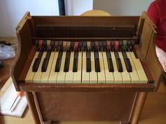percussion(0.0), electronic device(0.0), piano(0.0), harmonium(0.0), spinet(0.0), electronic keyboard(0.0), electric piano(0.0), digital piano(0.0), organ(0.0), wind instrument(0.0), string instrument(0.0), celesta(1.0), musical keyboard(1.0), keyboard(1.0), electronic instrument(1.0),