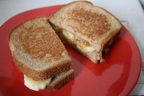 grilled peanut butter, banana and (vegan) fluff sandwich