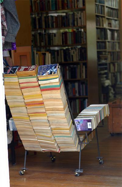Bibliotheek kortrijk de paperback stoel - Bibliotheek wielen ...