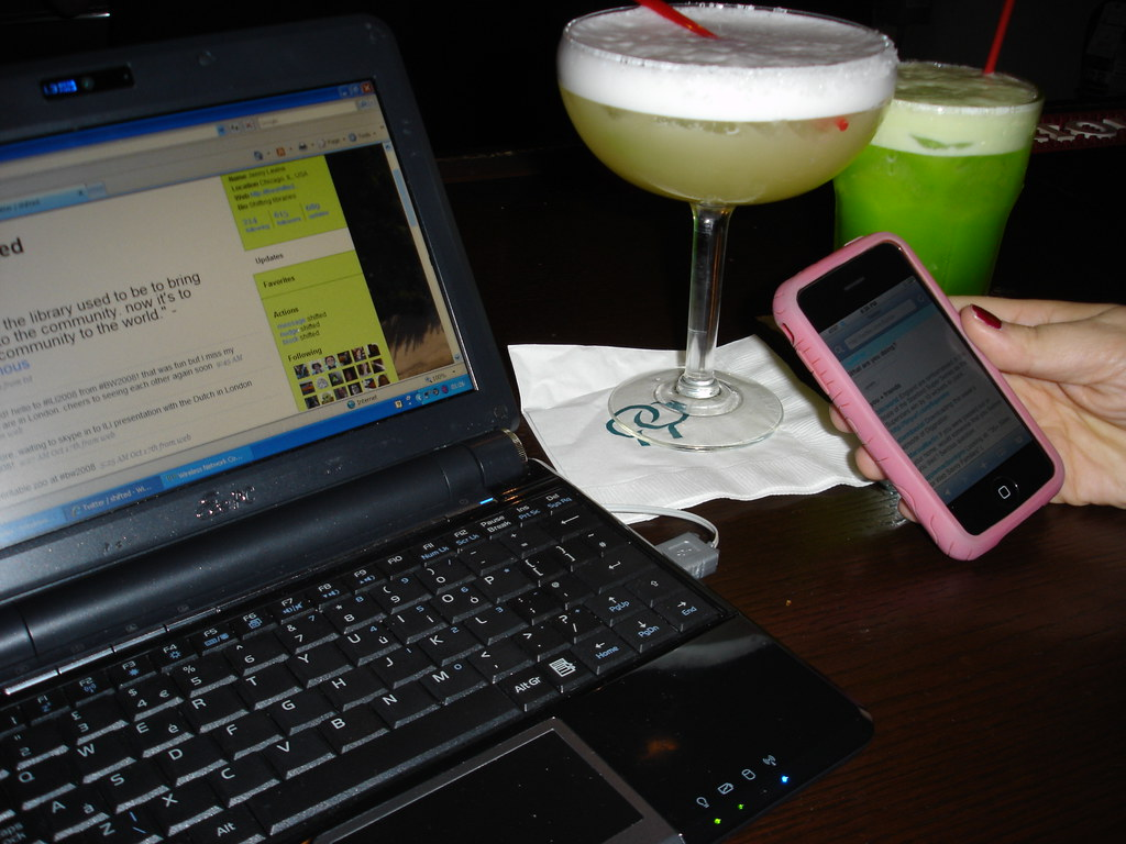 First drinks of GLLS2008 tagged :-)