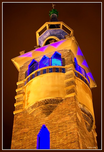 barcelona lighting nightshot 50mm14 kdd effect soe beleuchtung iluminacion freihand caixaforum klausdolle colorphotoaward impressedbeauty infinestyle apulso