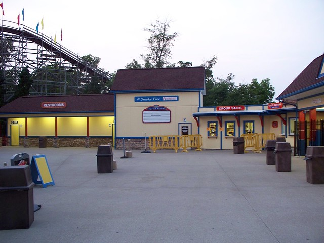 Holiday World - Entrance Plaza
