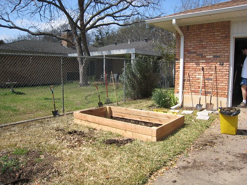 How to build a raised bed for an organic vegetable garden for How to build a vegetable garden