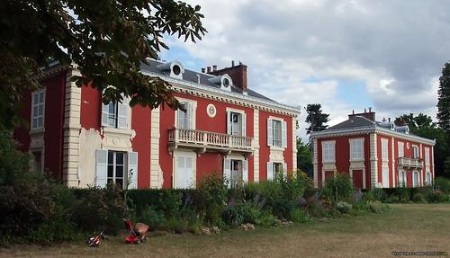 Maisons des gardiens du bois de Vincennes?