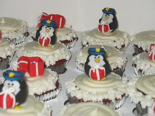 POLICE HOLIDAY CUPCAKES
