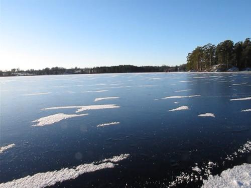 ice water is sweden iceskating skating lakes sunny skridskor nordicskating crosscountryskating longdistanceiceskating östergötland eksjö friluftsfrämjandet höglandet långfärdsskridskoåkning östralägern