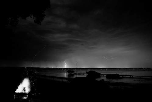 blackandwhite bw white lake ontario canada black night boats fire calm 100 lightning fomapan afga bibble multicontrast