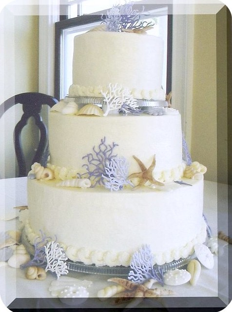 Edible Seashells for Wedding Cakes http://www.flickr.com/photos/28930362@N06/2699761833/