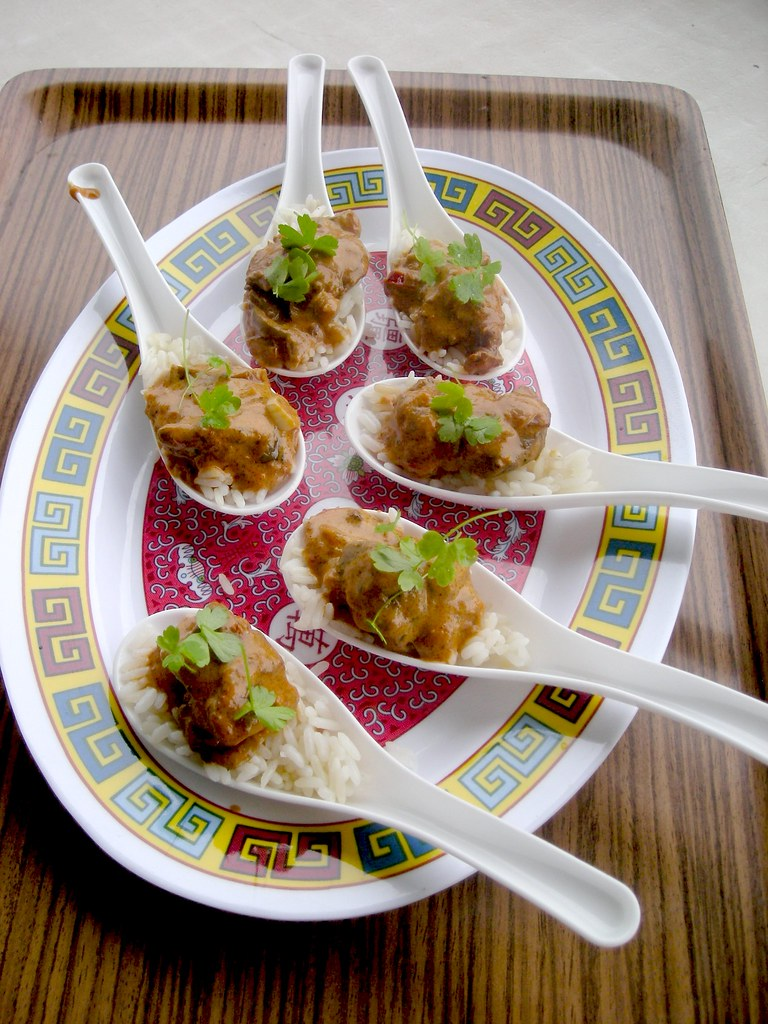 Asian spoon appetizers with bits of fil stroganoff and for Asian cuisine appetizers