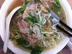 mi rebus(0.0), soto ayam(0.0), nabemono(0.0), noodle(1.0), bakmi(1.0), bãºn bã² huế(1.0), lamian(1.0), noodle soup(1.0), kuy teav(1.0), produce(1.0), kalguksu(1.0), pho(1.0), food(1.0), beef noodle soup(1.0), dish(1.0), laksa(1.0), soup(1.0), cuisine(1.0), chinese food(1.0),