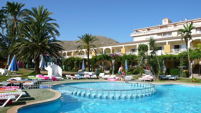 The Mariners Club swimming pool