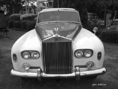 bentley s1(0.0), sedan(0.0), bentley(0.0), convertible(0.0), automobile(1.0), automotive exterior(1.0), rolls-royce phantom vi(1.0), rolls-royce phantom v(1.0), vehicle(1.0), automotive design(1.0), rolls-royce silver cloud(1.0), antique car(1.0), vintage car(1.0), land vehicle(1.0), luxury vehicle(1.0),