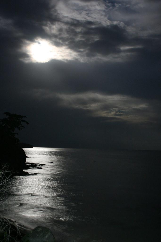 Moonrise in Fiji