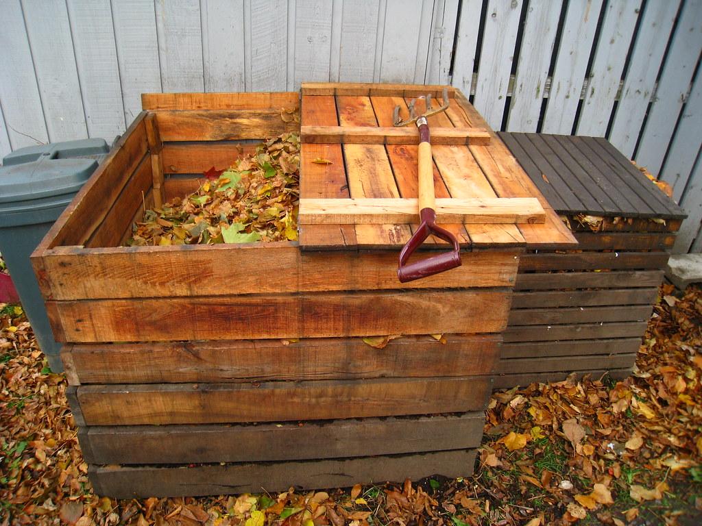 Bac à compost communautaire et bac à compost normal