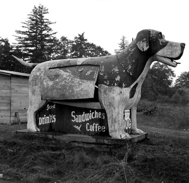 Dorothea Lange: Refreshment stand on highway 99, Oregon, 1939