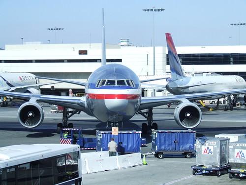 American Airlines 767 N323AA