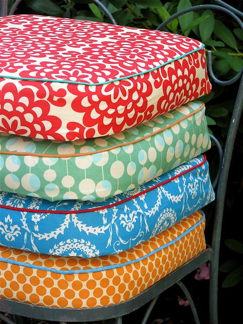 Exterior Cushions Canada Throw cushions for your patio furniture