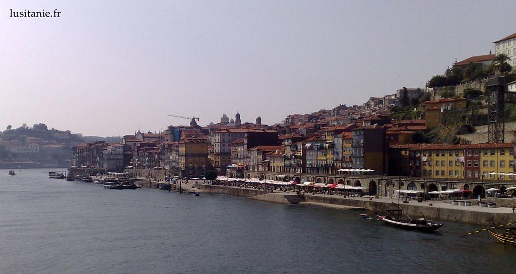 Vue générale de Porto et son centre historique, au bord du Douro.