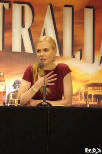 3139772014 22fbff0ffb Q&A: Nicole KidmanDoes Nicole Kidman look old or ugly in the new movie Australia?