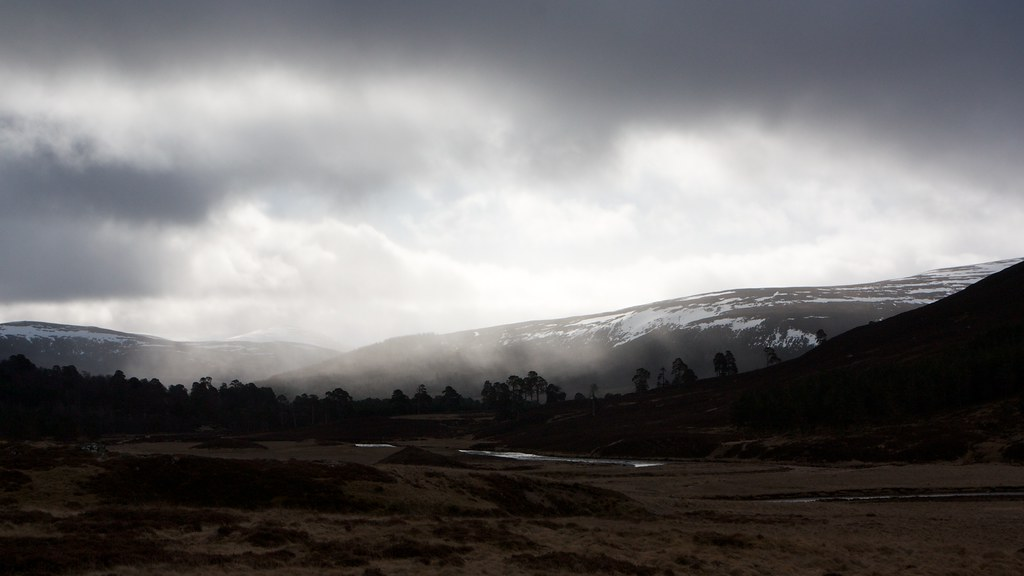 Snow shower over Glen Lui