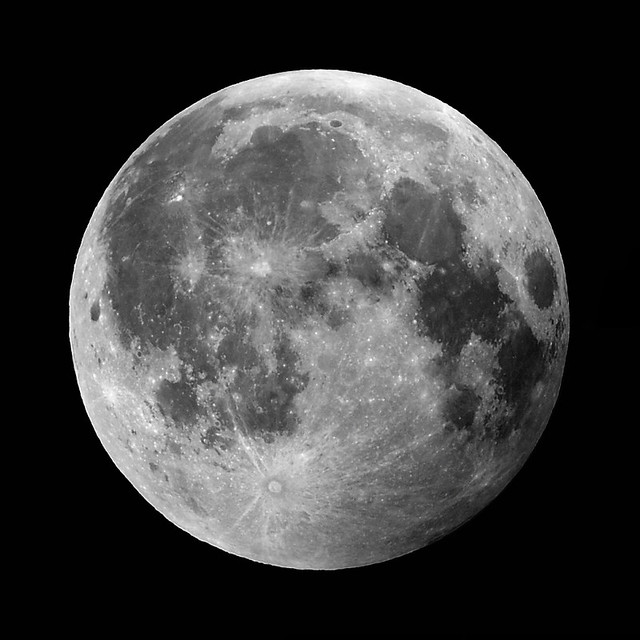How to Photograph the Moon (from Earth!)
