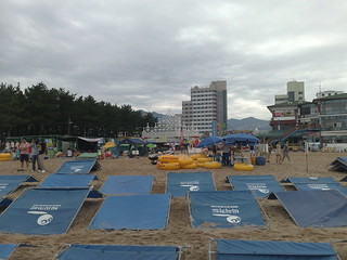 Bild av 속초해수욕장. beach korea shelter sokcho seokcho korea08
