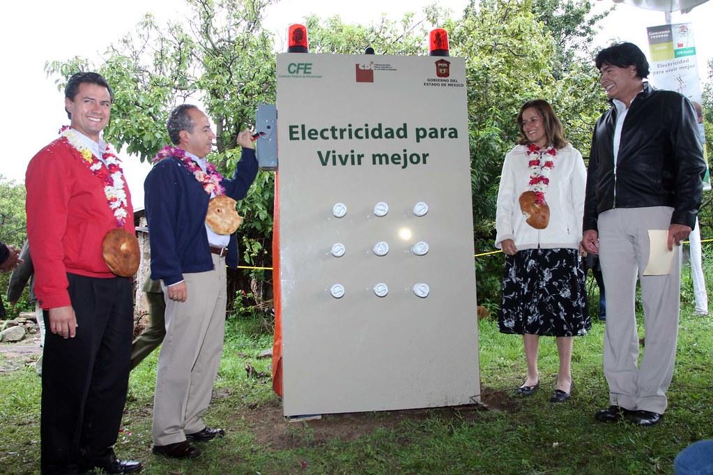 Entrega de la obra de electrificación a la comunidad de Santa Rosa de Lima, barrio La Loma (30-06-2008)
