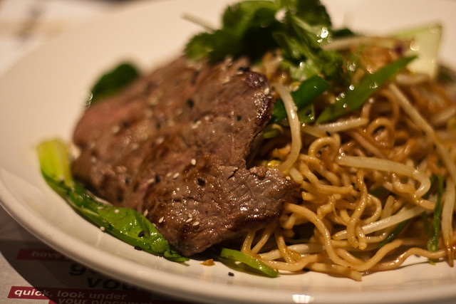 Teriyaki STEAK soba | Grilled teriyaki steak on a bed of tep ...
