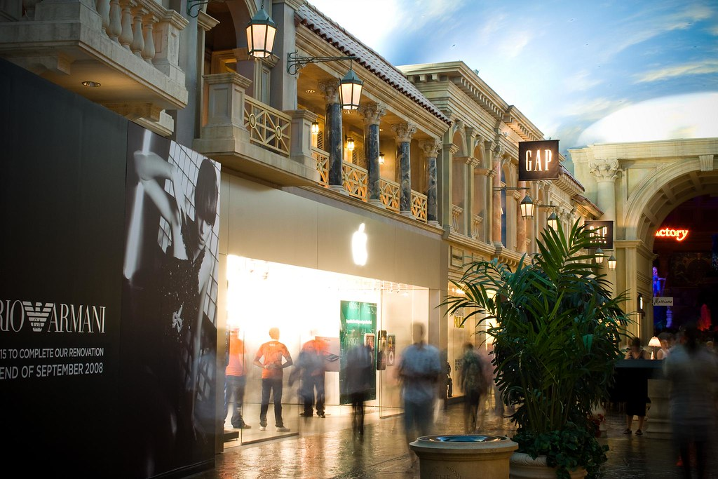 Las Vegas Apple Store   Another shot of the new forum shops …   Flickr