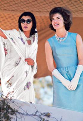 הנסיכה גאיטארי דווי וג'קי קנדי במראה אופייני