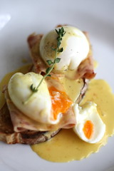 meal, breakfast, poached egg, meat, produce, egg, food, dish, eggs benedict, dairy product, cuisine,