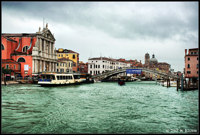 Venecia (Italia). Puente de los Descalzos e Iglesia de Santa Maria degli Scalzi.