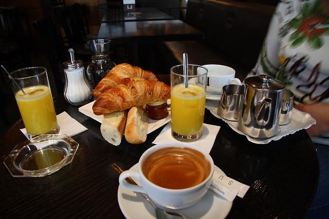 Prima colazione la nostra prima colazione a parigi by for Colazione parigi