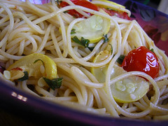 spaghetti alle vongole(0.0), fettuccine(0.0), capellini(0.0), carbonara(0.0), vegetable(1.0), bucatini(1.0), spaghetti(1.0), pasta(1.0), clam sauce(1.0), spaghetti aglio e olio(1.0), linguine(1.0), produce(1.0), food(1.0), dish(1.0), chinese noodles(1.0), cuisine(1.0),