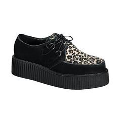 outdoor shoe(0.0), textile(0.0), brown(0.0), athletic shoe(0.0), slip-on shoe(0.0), sneakers(1.0), footwear(1.0), shoe(1.0), skate shoe(1.0), suede(1.0),