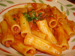 bucatini(0.0), spaghetti(0.0), penne(0.0), naporitan(0.0), penne alla vodka(0.0), tteokbokki(0.0), pasta(1.0), pasta pomodoro(1.0), food(1.0), dish(1.0), cuisine(1.0),